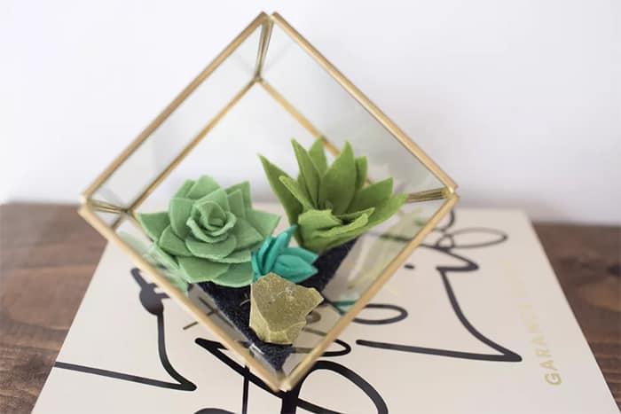 easy DIY felt succulent