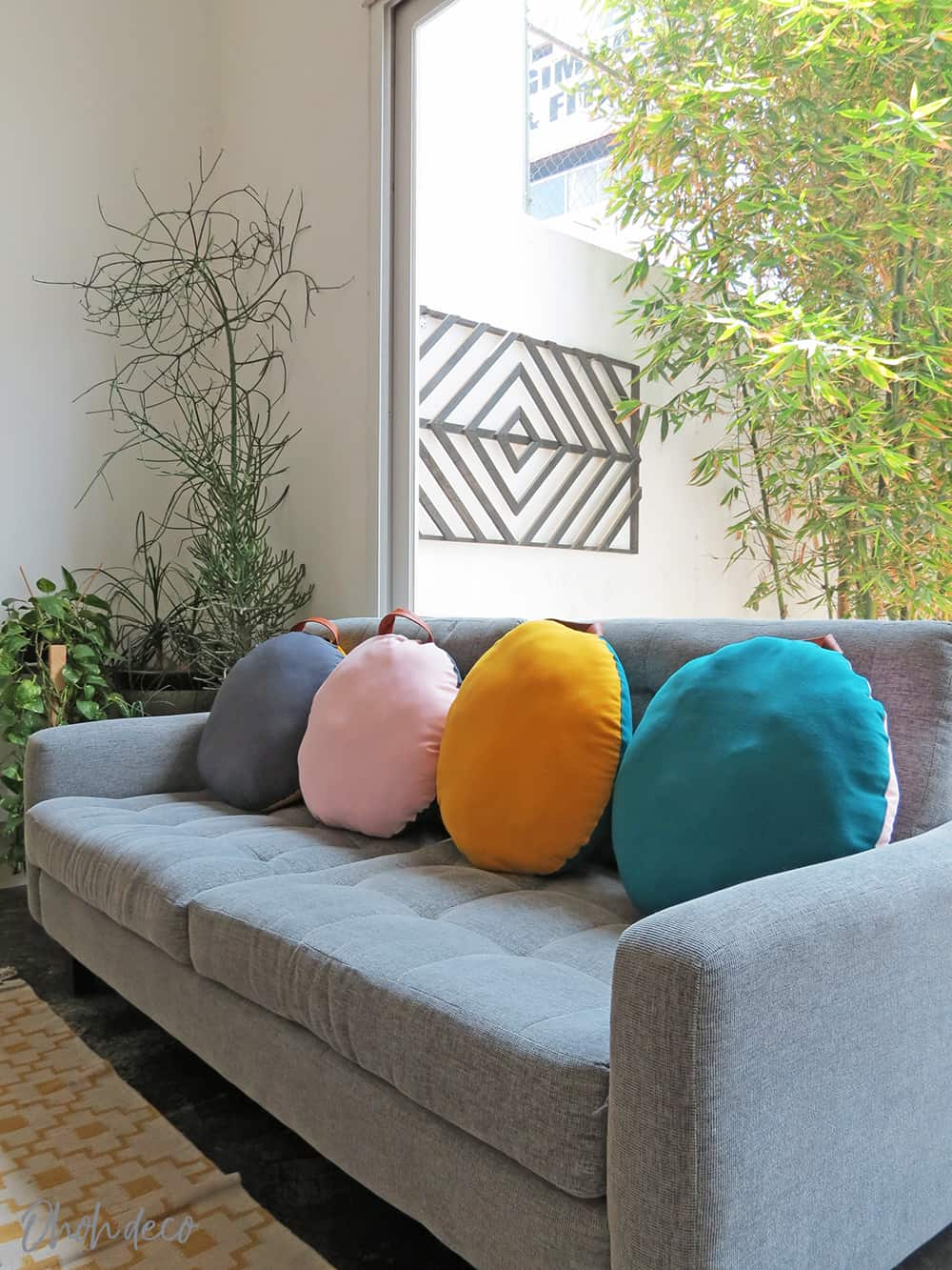 How to sew a round pillow