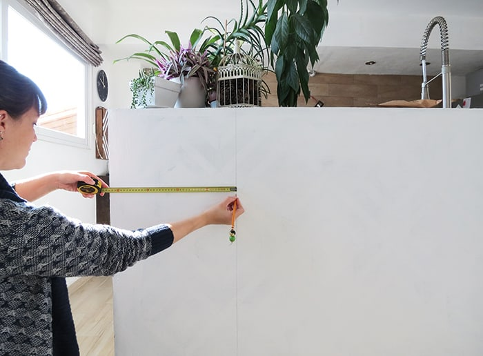 measuring to place wallpaper