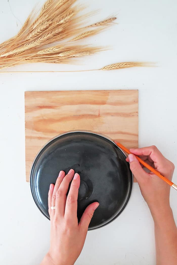 draw the plywood shape to make wheat decor