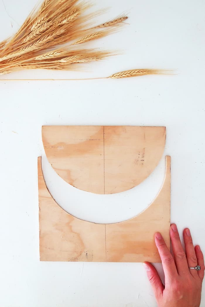 cut the plywood to make wheat decor