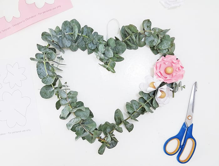 How to make heart shaped wreath