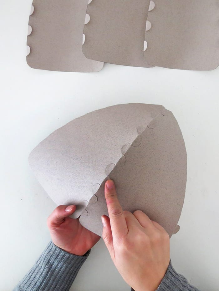 press the flaps to ensure good adherence and have a nice shaped paper lampshade