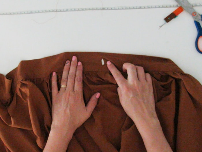 button hole to close the skirt