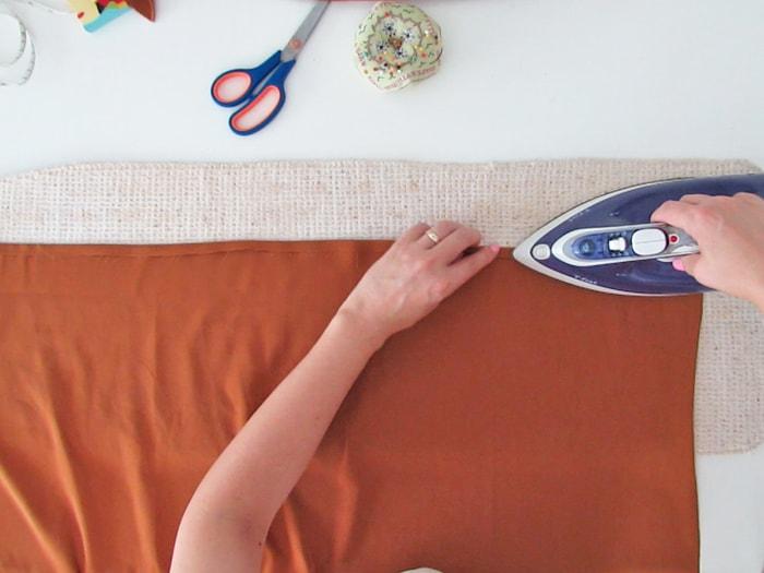 fold the egde of the skirt